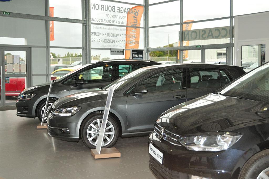 Véhicules Volkswagen neufs en exposition